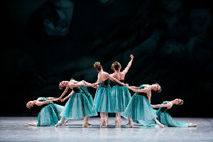 Etoile dancers of the Paris Opera Ballet in Emeralds from JEWELS